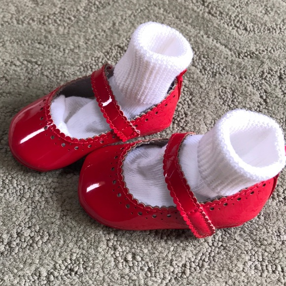 GAP Baby Girl 6-12 Months Red Scalloped Patent Leather Mary Jane Flats Shoes